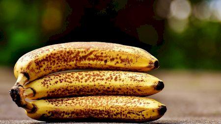Atenție! Iată ce se întâmplă dacă mâncați banane cu pete maronii sau coaja neagră