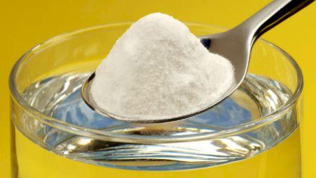Ce se întâmplă dacă adaugi o lingurită de bicarbonat de sodiu în șampon. Rezultatele sunt de-a dreptul uimitoare