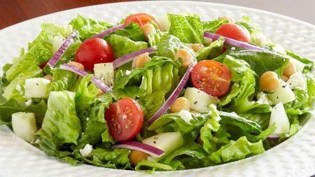 Combinația acestor alimente te ajută să slăbești și îți detoxifică organismul! Rețeta minune pentru cea mai delicioasă salată marca Women's Helth