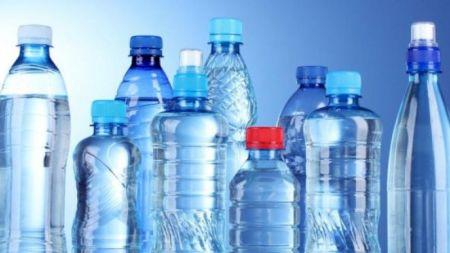 Dezastru pentru organism! S-au descoperit particule de plastic în apa plată! Ce branduri au fost cercetate