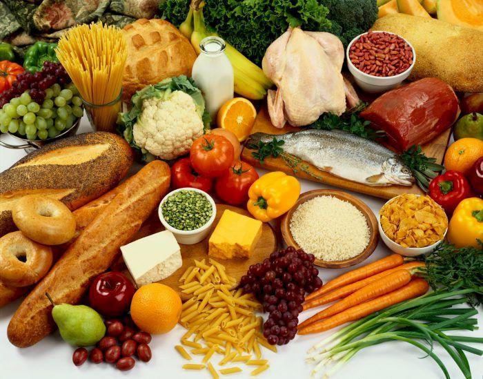 Mare atenție: Nu mai țineți aceste produse în frigider! Devin un real pericol pentru sănătate și pentru restul produselor aflate la rece