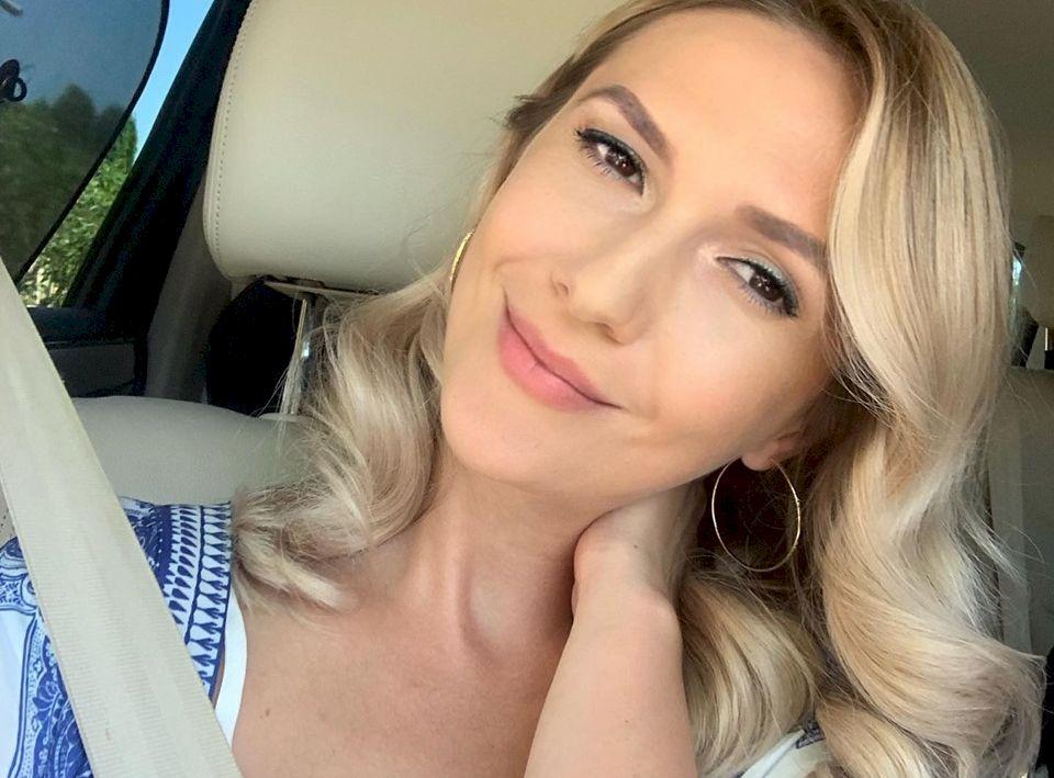 De necrezut! Cât câștigă Adela Popescu la Pro Tv? Are salariul mult mai mic decât soțul ei