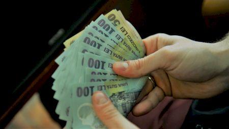 Anunţ pentru toţi românii care nu lucrează în prezent! Când le vor intra banii în cont
