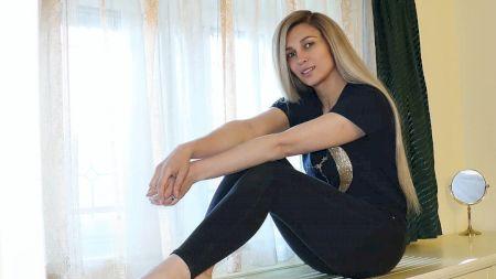 Ce face Lora după ce a rămas fără contractul cu Pro Tv, din cauza Adelei Popescu! Ce job nou își caută