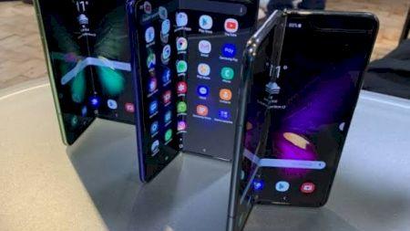 Review. Samsung Galaxy Fold. Ce îl poziționează pe primul loc și ce știe să facă telefonul de 2.000 de dolari