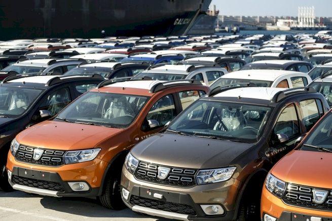 Neașteptat! Care este cea mai vândută mașină din România! Modelul de Dacia care face furori