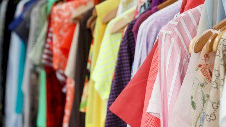 Această substanță din hainele noastre ne afectează sănătatea! Ce efecte periculoase are