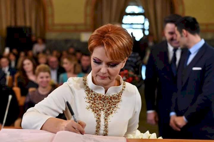 Cine ar recunoaște-o? Cum arăta Lia Olguța Vasilescu la 16 ani și ce pasiuni avea în adolescență