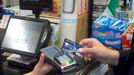 Pericol pentru cei care au bani pe card! Verificați conturile imediat