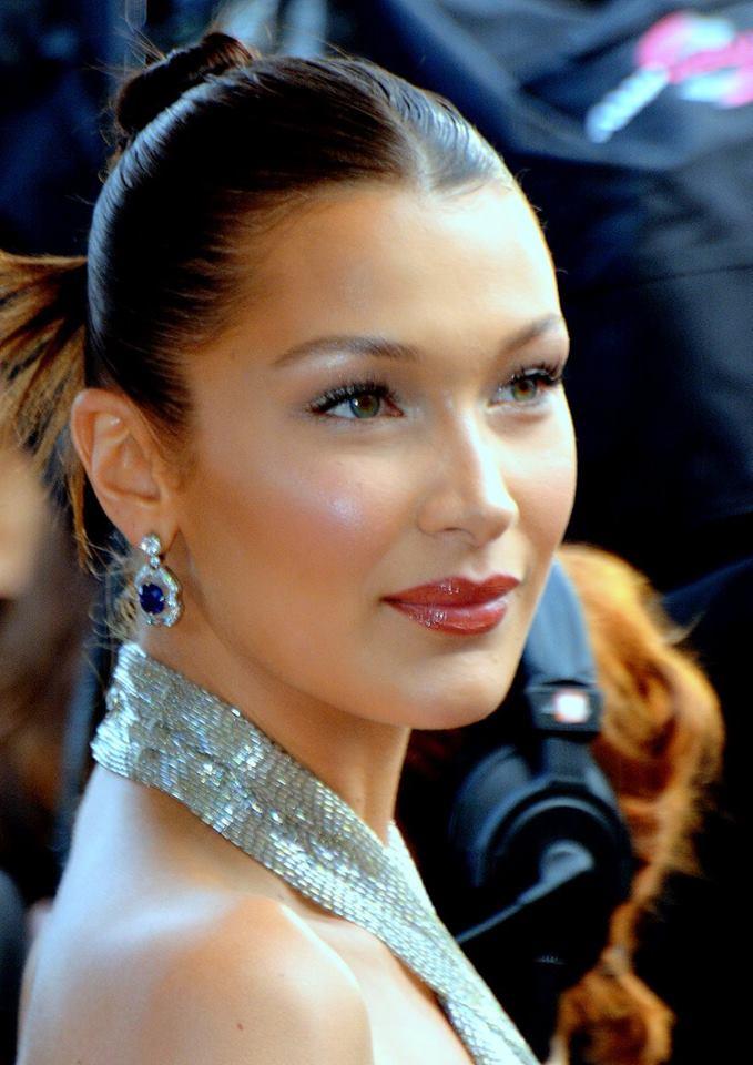 Cauta? i cea mai frumoasa femeie din lume Dating femeie iubitoare