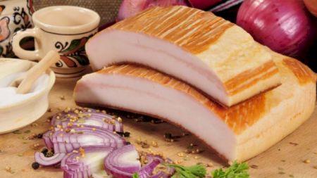 Pericol pentru cei care consumă slănină cu ceapă! Medicii spun adevărul despre combinația fatală