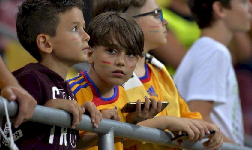Scandal imens! Norvegia umilește copiii români prezenți la meciul naționalei! Ce acuzații grave le sunt aduse acestora de către suporterii nordici