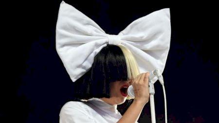 Marea cântăreață Sia este bolnavă! Cu ce maladie a fost diagnosticată
