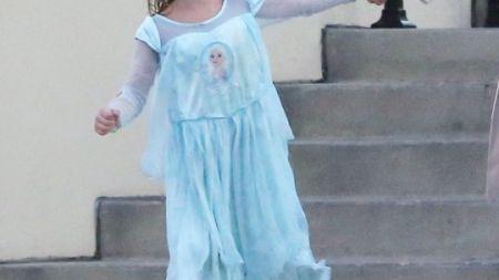 Actrița super celebră care-și îmbracă băiețelul în rochii! Colegii de școală sunt uluiți