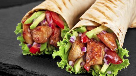 Cea mai bună shaorma din lume se face acasă! Rețeta delicioasă și sănătoasă a celebrului chef Adi Hădean