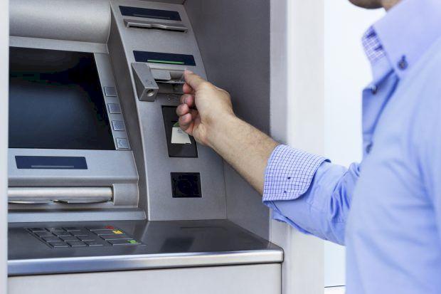 Cum ți se fură banii de pe card! Greșeala imensă făcută de mii de români: Bancomatele te pot lăsa cu buzunarele goale