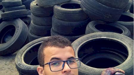 Gestul unui tânăr de 24 de ani a uluit o lume întreagă! Ce face acesta noaptea cu anvelopele aruncate