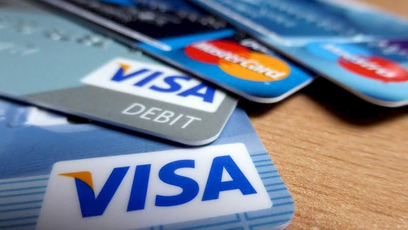 Alertă pentru cei care au card VISA și MasterCard! Poți rămâne fără bani în cont imediat