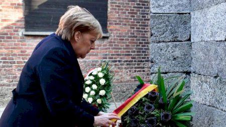 Vizită la Auschwitz: Angela Merkel susține că Germania trebuie să își amintească de crimele naziste
