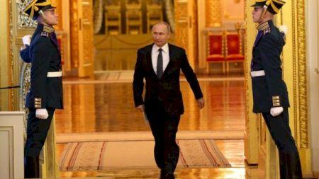 Omul care l-a ajutat pe fostul ofițer KGB, Vladimir Putin, să ajungă președinte.