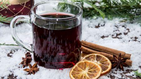 Adevărul despre vinul fiert! Ce ni se poate întâmpla dacă îl bem cu scorțișoară