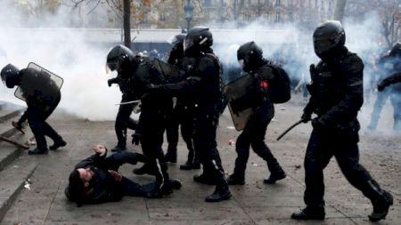 Franța paralizată de cea mai mare greva din ultimii ani din cauza reformelor