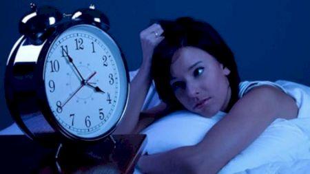 Nu mai face aceste lucruri înainte de somn! Vei avea probleme mari. Specialiștii avertizează