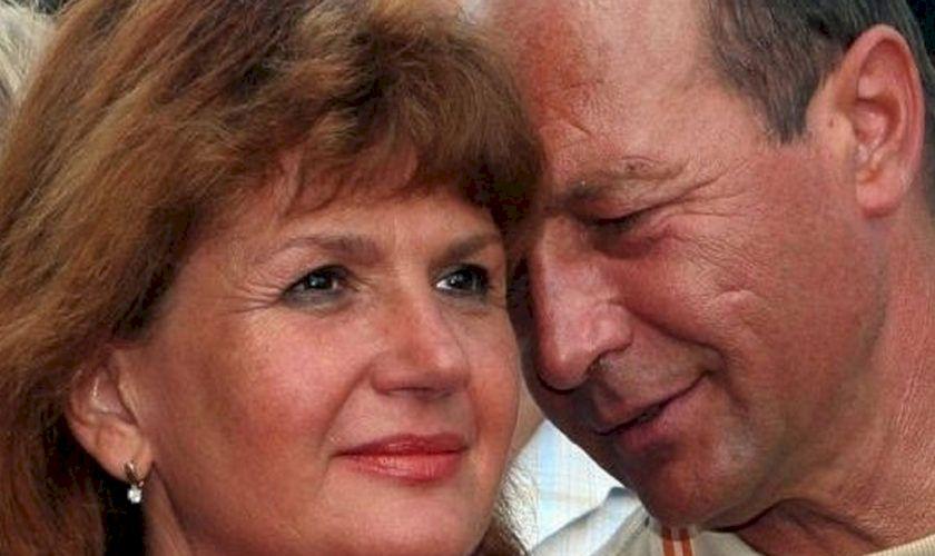 De necrezut! Ce pensie primește soția lui Traian Băsescu