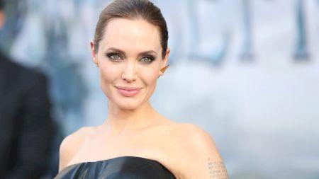 De nerecunoscut! Cum arăta Angelina Jolie când avea 18 ani. Imagini surprinzătoare
