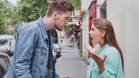 Cele două cuvinte cheie care opresc bruc orice ceartă! Experții spun că imediat partenerii redevin calmi
