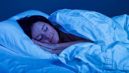 Este interzis! Ce nu ai voie să faci înainte de culcare dacă vrei să dormi bine! Ce spun cercetătorii