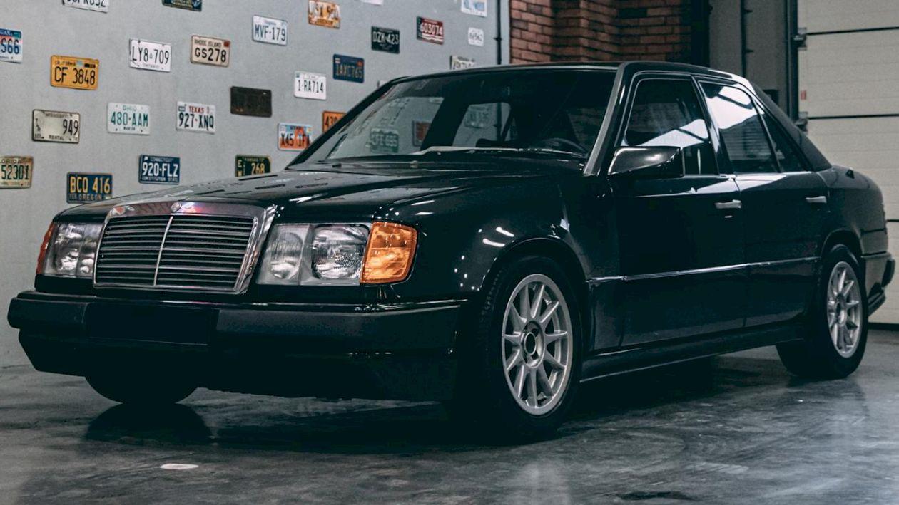 Acest unic Mercedes 300E Hartge, cu un motor de 330 CP de la BMW, este de vânzare