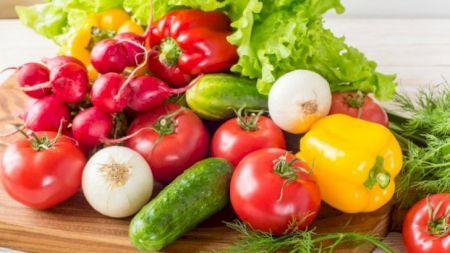 Poți lua coronavirus de pe fructe și legume? Autoritățile au spus totul