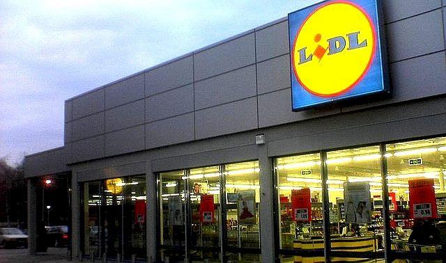 Uluitor: Cât de mult ajunge să câștige o casieră LIDL? Și ceilalți angajați din cadrul companiei au salarii frumușele