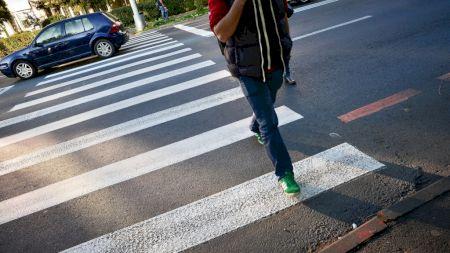 Cod Rutier 2020! Ce păţeşti dacă traversezi strada neregulamentar! Amenzile sunt uriaşe