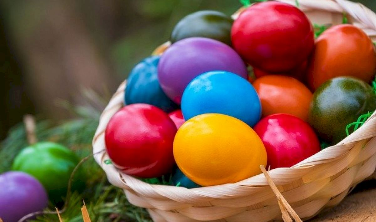 Când se vopsesc, de fapt, ouăle. Ziua în care trebuie să începeți să le pregătiți. Semnificația ouălelor de Paște