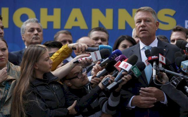 Doi jurnaliști super cunoscuți, concediați pentru că l-au criticat pe Iohannis! Acuzații extrem de grave