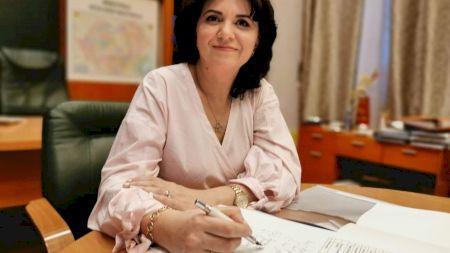 Ce job avea de fapt Monica Anisie înainte de a deveni ministru al Educației și ce studii are la bază