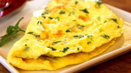Cea mai bună omletă din lume: omleta în straturi. Se prepară acasă, iar rețeta este simplă. Gustul este de excepție