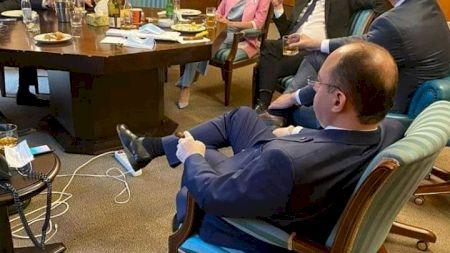Este trădarea anului în PNL! Ministrul care a dat, de fapt drumul la celebra poză cu Orban! S-a aflat în sfârșit adevărul