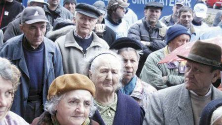 Dezastru pentru pensionari! Au fost mințiți. Pensiile nu vor fi majorate cu 14%