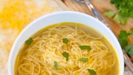 Cea mai bună supă de pui din lume! Rețeta este foarte simplă: ce ingrediente cheie se folosesc