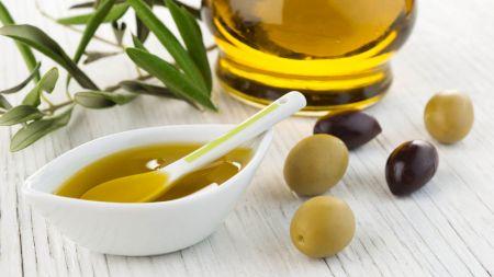 Bea o linguriță de ulei de măsline în fiecare dimineață! Iată ce se întâmplă în organismul tău dacă faci acest lucru