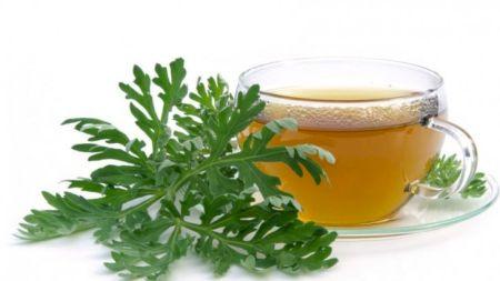 Beneficiile extraordinare ale ceaiului de pelin: Începe să-l consumi de azi!
