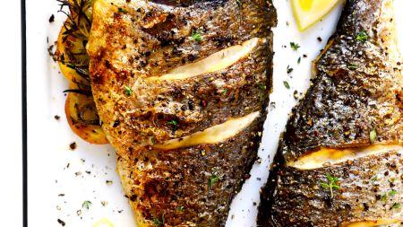 Rețeta pentru cel mai sănătos pește la cuptor. Cum îl prepari corect și care e ingredientul secret