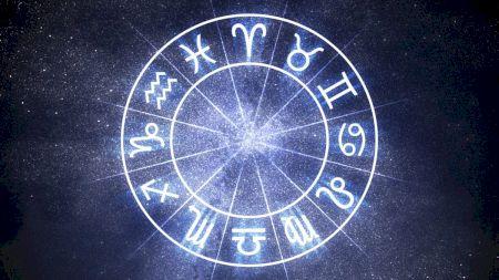 Horoscop vineri, 27 noiembrie. Nativii din Balanță sunt pregătiți pentru o decizie legată de bani, iar Racii vor fi luați pe sus în dragoste. Ce spun astrele despre tine