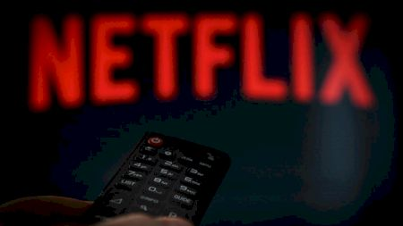 Folosesc mai multe persoane același cont Netflix? De când vrea compania să blocheze această opțiune
