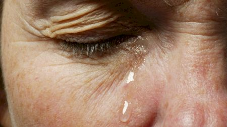 Ce beneficii îți oferă plânsul? Puțini știau asta. Lacrimile au o putere vindecătoare