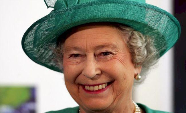 FOTO: Cum a putut fi surprinsă regina Elisabeta a II-a?! S-a ascuns de gărzile de corp, servitori și familie
