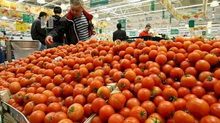 Scandalos! Ce substanță periculoasă conțin roșiile din supermarket? De aceea nu mai au niciun gust